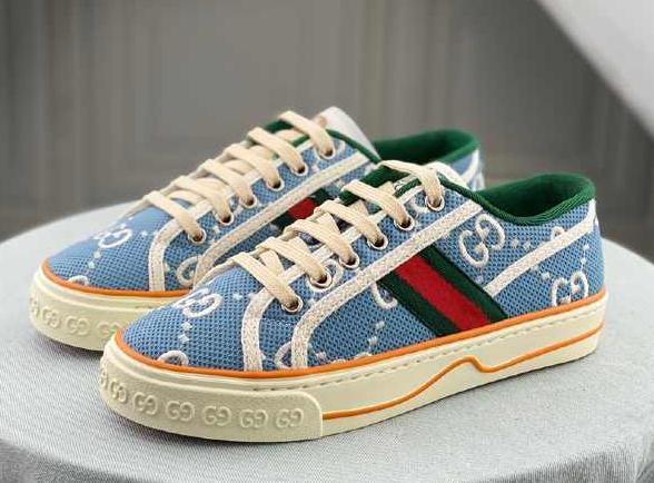 买精仿运动鞋厂家的鞋子很丢人吗?